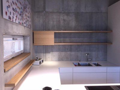 Küchenbord mit frei verschiebbarer Front.
