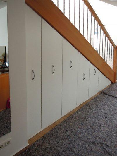 Optimale Nutzung unter der Treppe