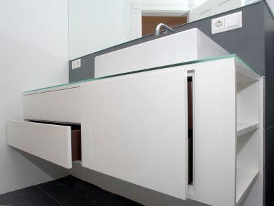 Waschtisch hochglanz lackiert mit Glasplatte
